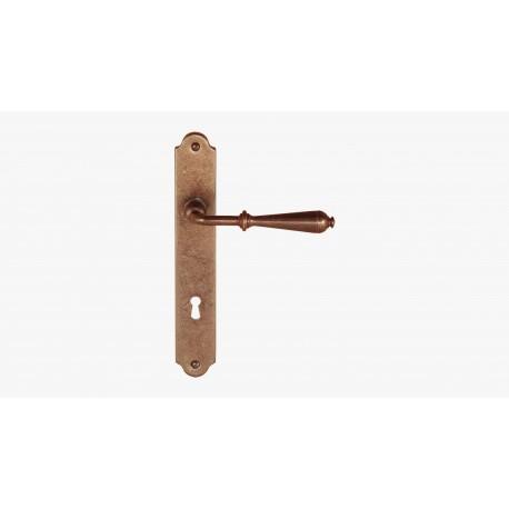 Maniglia per porta in ferro battuto con placca