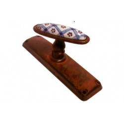 Maniglia per finestra in ferro battuto con ceramica lavorata a mano