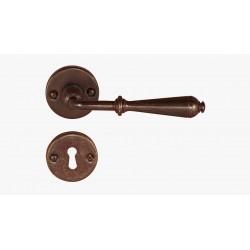 Maniglia per porta in ferro battuto rosetta con foro normale